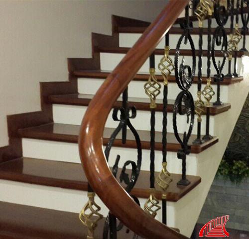 Cầu thang sắt nghệ thuật 04